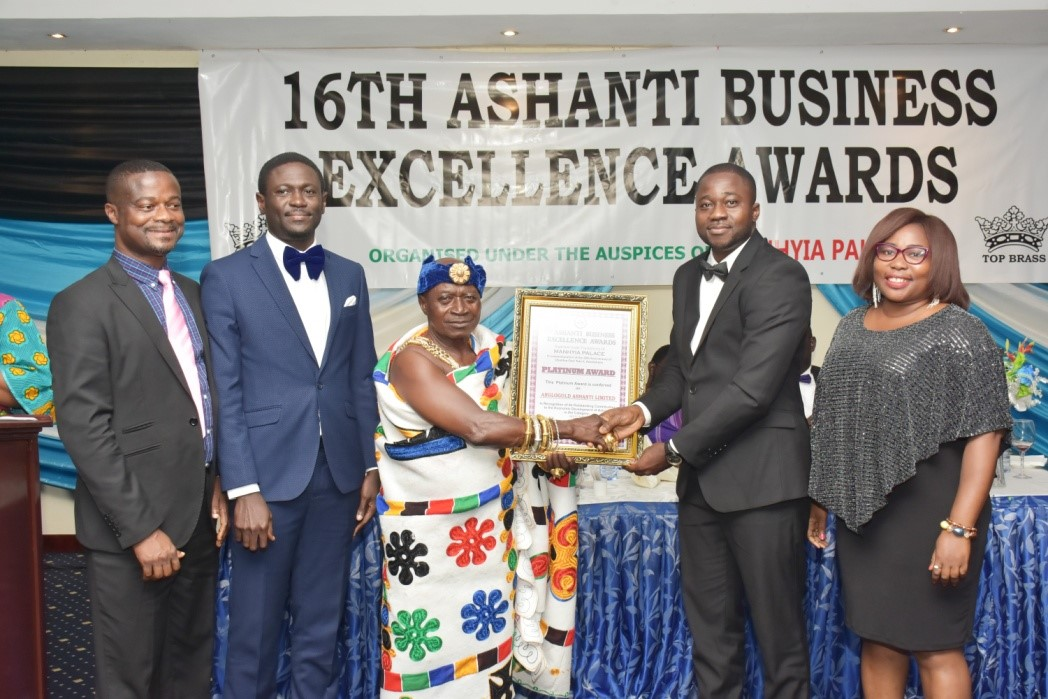 A Director of Anglogold Ashanti Limited receiving a Platinum Award from Nana Kwaku Amankwaa Sarkodie, Sawuahene, Otumfuo's representative at the 2019 Ashanti Business Excellence Awards Ceremony.