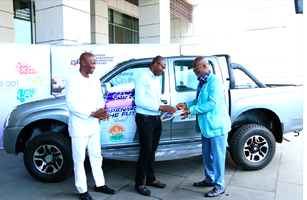 Mr Yofi Grant (right), presenting the vehicle to the marketing manager of Dreams Ghana, winners of the Future Company award at the 2017 edition of the Club 100 awards.