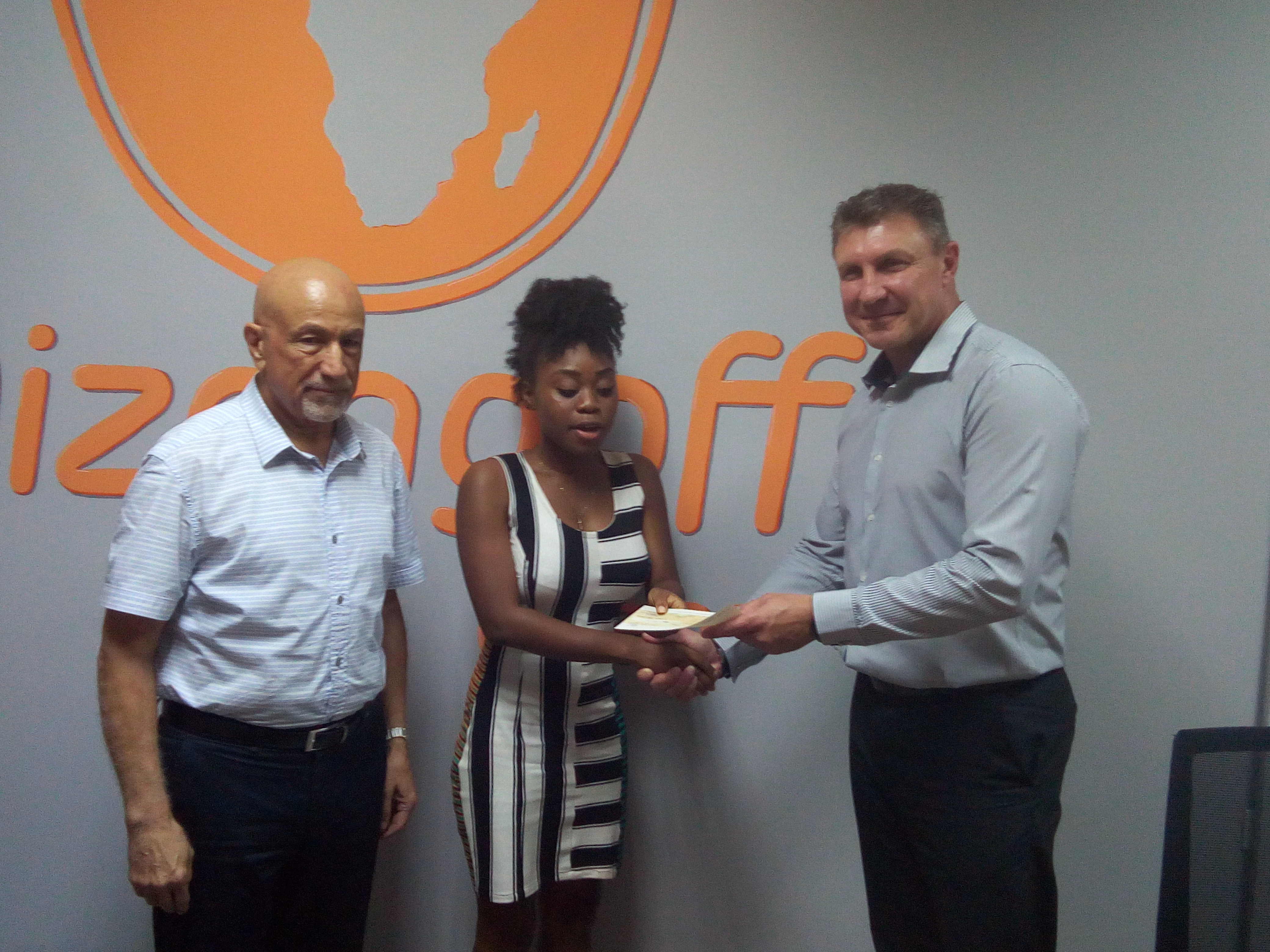 Ms Yoki Tee-Koduah (middle), the Project Lead for Agrihouse Foundation, receiving the cheque from Mr Mark Douglas (right)