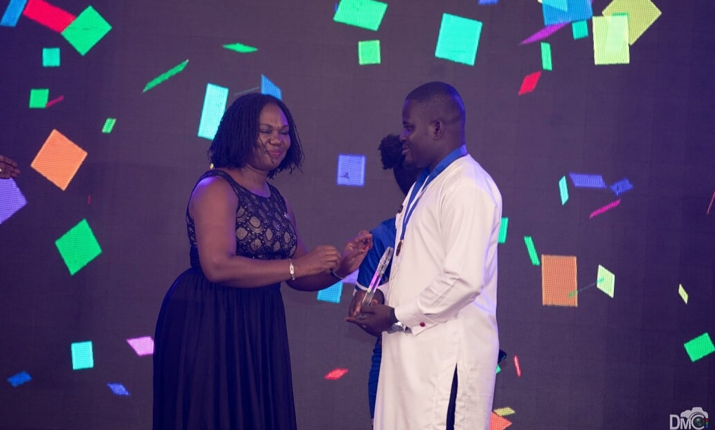 Ms Sylvia Asana Owuo, Deputy CEO of the Ghana Shippers Authority presenting teh award to Mr Maclean Kwofi